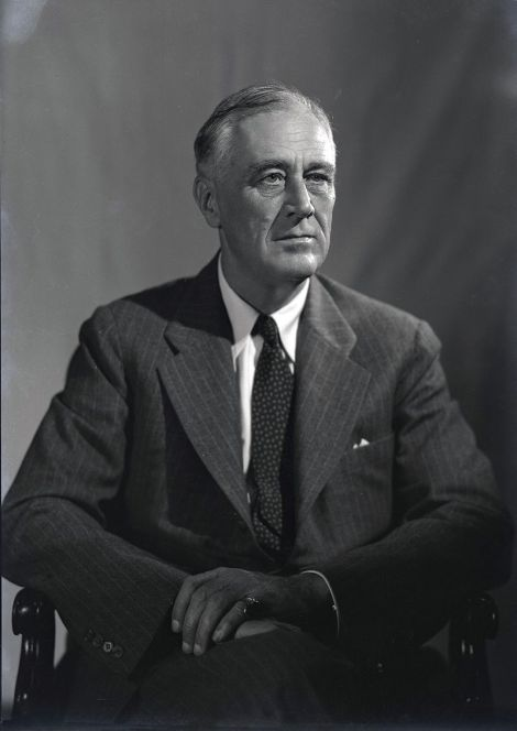 800px-1944_portrait_of_fdr_28129