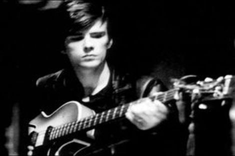 the-first-bass-player-for-the-beatles-stuart-sutcliffe-the-beatles-26087767-240-200